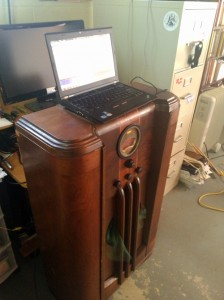 1938 Philco receiver and laptop