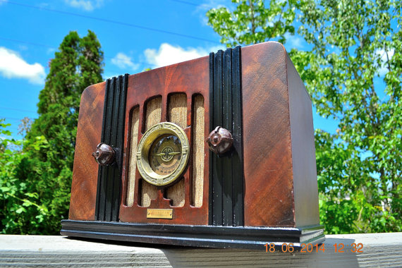 Retro Radio Farm Wood Deco